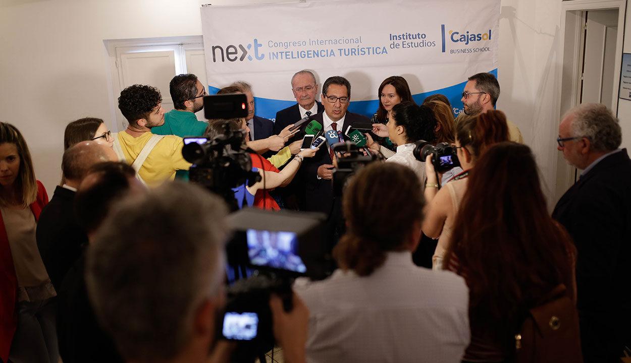 Antonio Pulido, presidente de Cajasol durante la atención a medios del III Congreso Internacional de Inteligencia Turística de Málaga